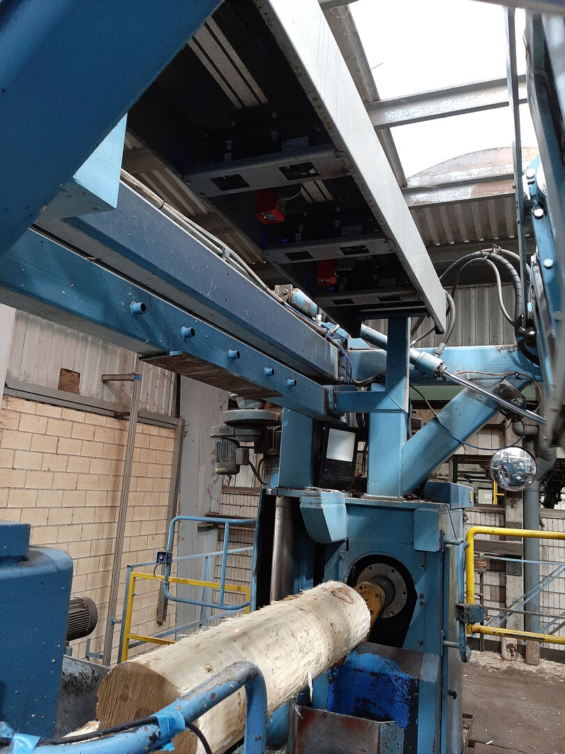 Block Centering Analyzer R7 lasers ensure centering accuracy.